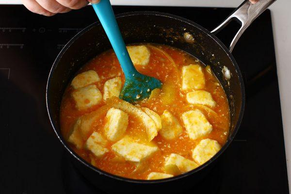 prepararea-cremei-lemon-curd-pentru-reteta-de-tort-cu-lamaie-cu-blat-de-cocos