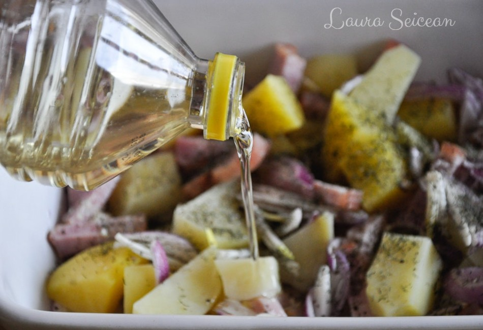 cartofi la cuptor cu bacon și ceapă - ulei