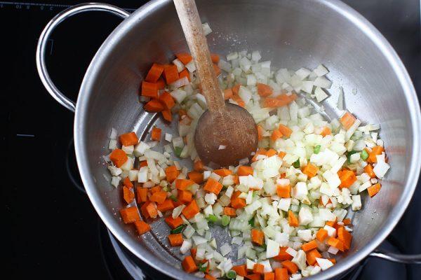 ciorba-de-legume-reteta-de-post-calit-ceapa,-morcovi-si-telina