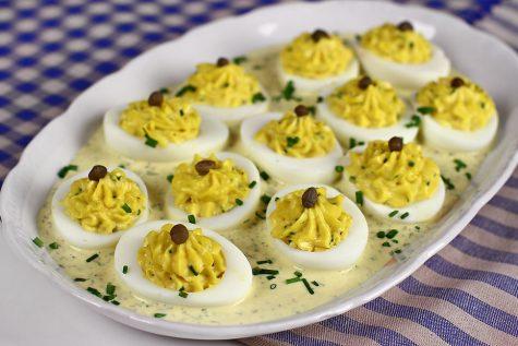Ouă umplute, în sos tartar – rețetă video