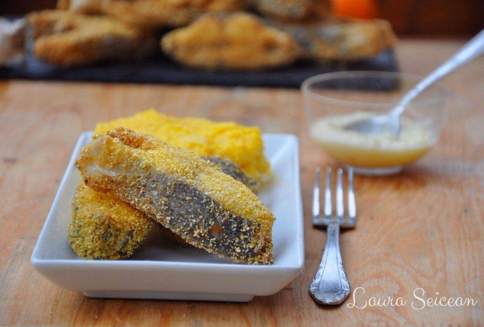 Preparare Pește prăjit în crustă de mălai, cu mujdei și mămăligă 15