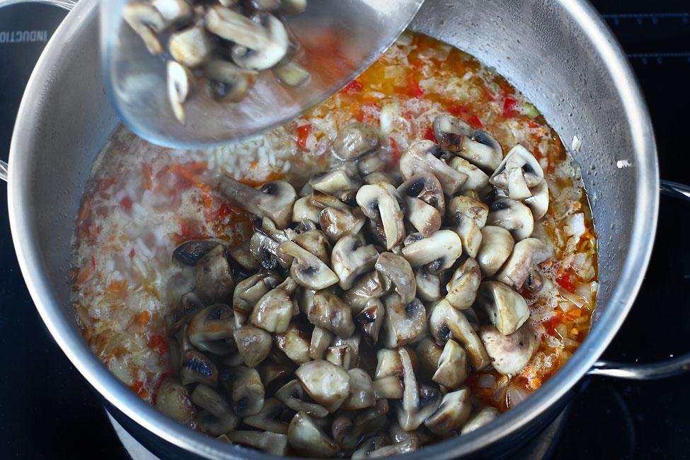 pilaf-de-orez-cu-ciuperci-reteta-de-post-mod-de-preparare