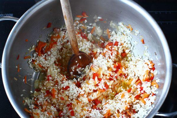 reteta-pilaf-de-orez-cu-ciuperci-de-post-calirea-orezului-cu-legumele