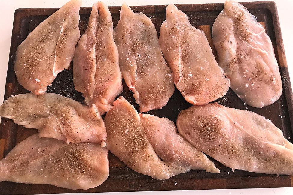 snitel-din-piept-de-pui-reteta-condimentarea-feliilor-de-carne
