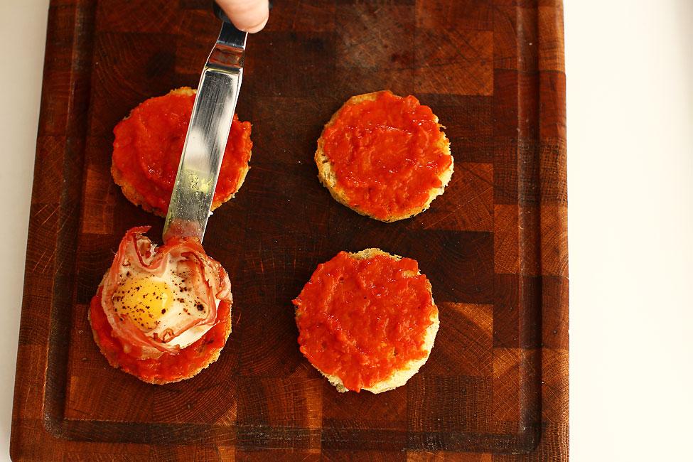 aperitiv-festiv-cu-piept-de-porc-afumat-si-ou-de-prepelita-mod-preparare