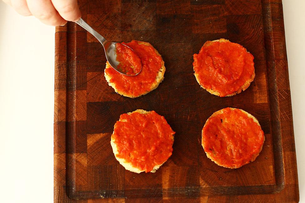 aperitiv-festiv-cu-piept-de-porc-afumat-si-ou-de-prepelita-preparare