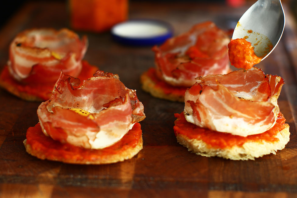 aperitiv-festiv-cu-piept-de-porc-si-ou-de-prepelita-asamblare