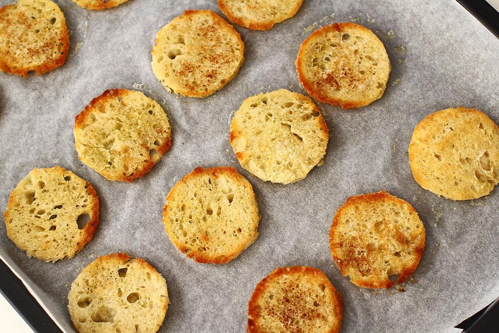 aperitive-festive-canape-painea-cu-unt-prajita-la-cuptor