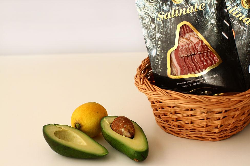 avocado-si-lamaie-pentru-aperitiv-festiv-cu-avocado-si-pulpa-de-porc-afumata