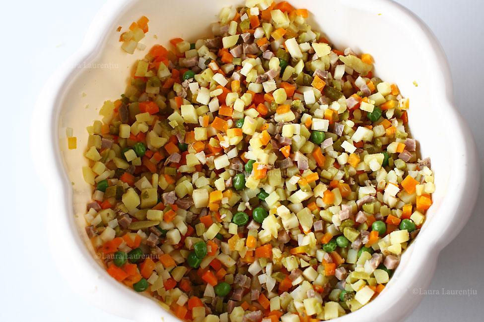 salata-de-boeuf-preparare-legume-si-carne-tocate