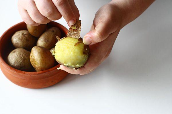 decojire cartofi fierti in coaja