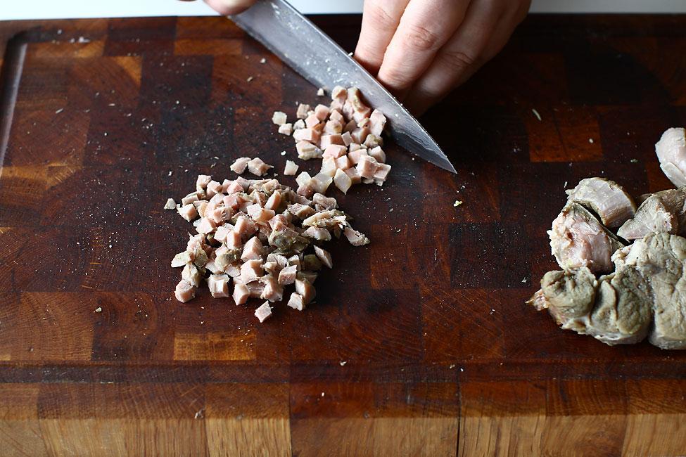 salata-de-boeuf-reteta-cu-poze-taiere-carne-de-vita-rasol-fiert-pentru-salata-de-boeuf