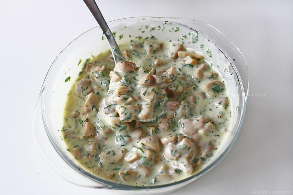 salata-de-ciuperci-cu-maioneza-cu-dressing-de-maioneza-si-usturoi-salata-de-ciuperci-reteta-pas-cu-pas