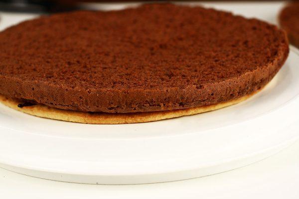 tort-padurea-neagra-cu-ciocolata-si-visine-reteta-cu-poze-asamblarea-tortului-primul-pas