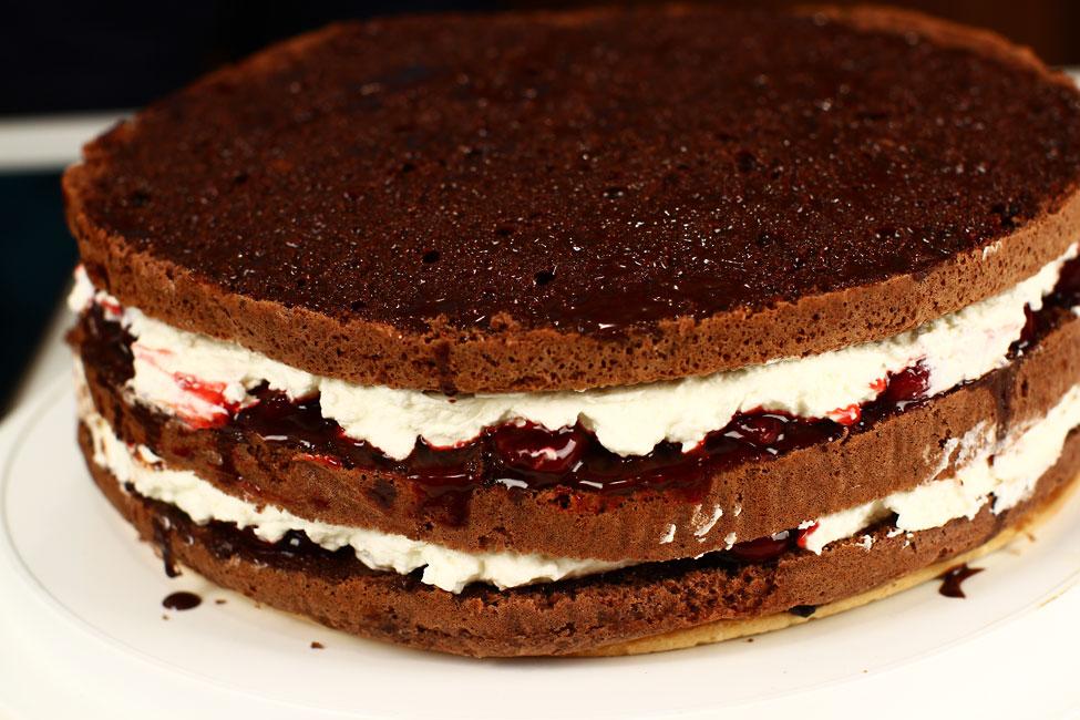 tort-padurea-neagra-cu-ciocolata-si-visine-reteta-cu-poze-pas-cu-pas-tortul-asamblat