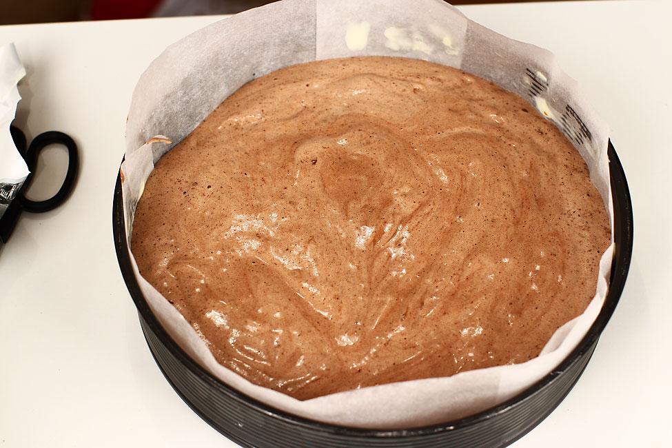 tort-padurea-neagra-cu-ciocolata-si-visine-reteta-pas-cu-pas-preparare-blat-compozitia-pentru-blat-in-forma
