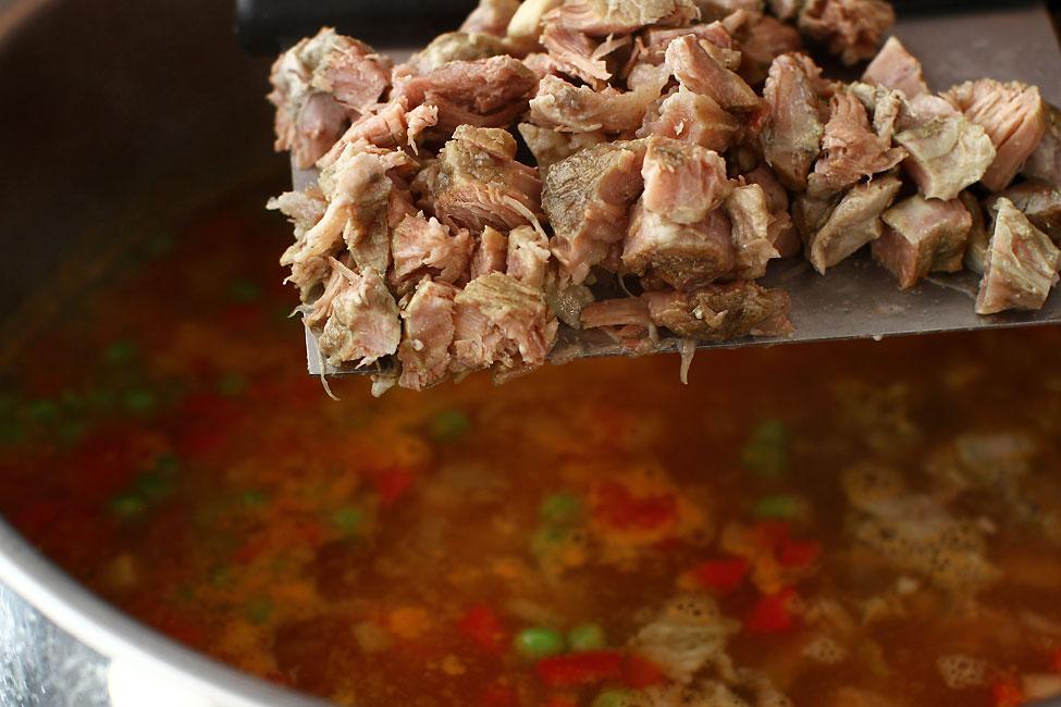 ciorba taraneasca de vacuta adaugarea carnii portionate dupa fierberea legumelor