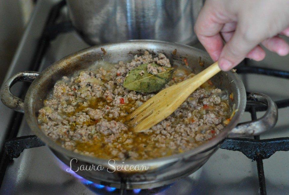 Preparare Musaca de cartofi cu carne tocată 4