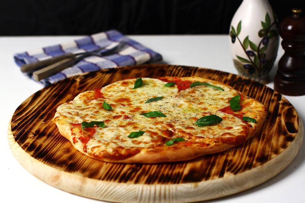 pizza de casa cu aluat rapid reteta video blat de pizza rapid