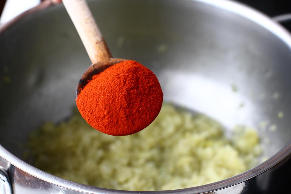 adaugare paprika la baza de ceapa calita pentru paturata pe crumpi