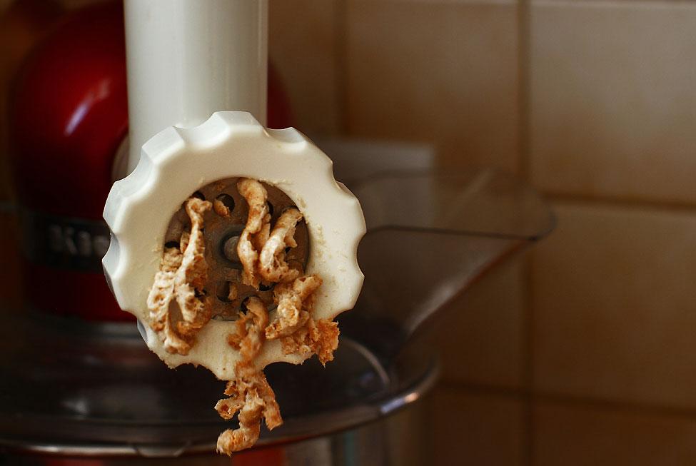 pasta de jumari reteta traditionala de pasta de jumari macinare jumari si usturoi