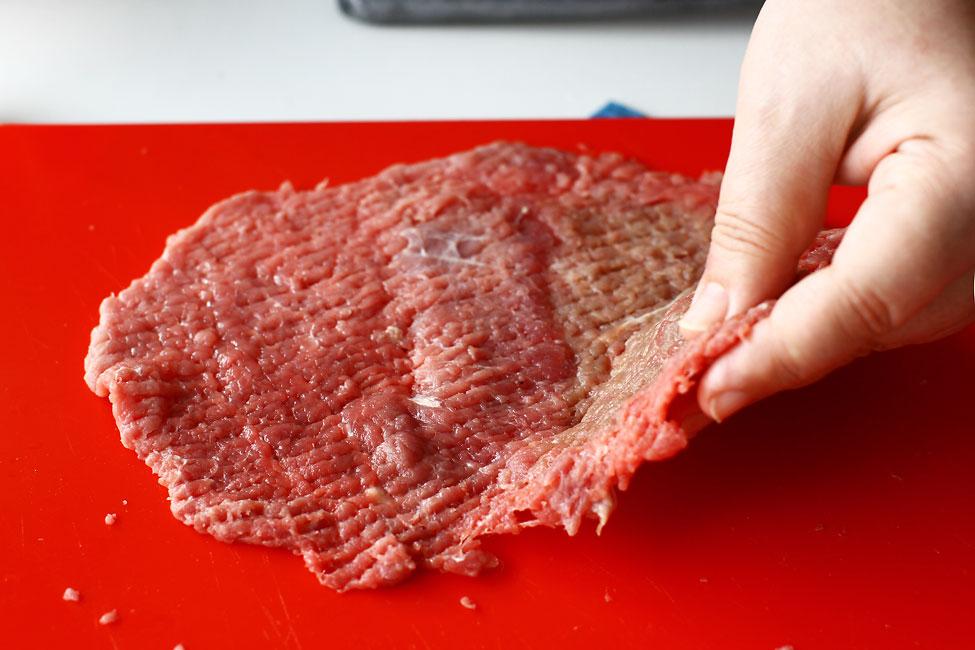 snitel vienez din carne de vitel in pesmet reteta pas cu pas felia de carne de vitel batuta pentru snitel