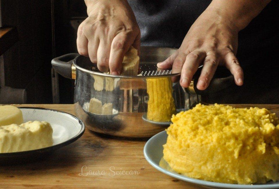 Taci și Înghite prepararea amestecului de brânză
