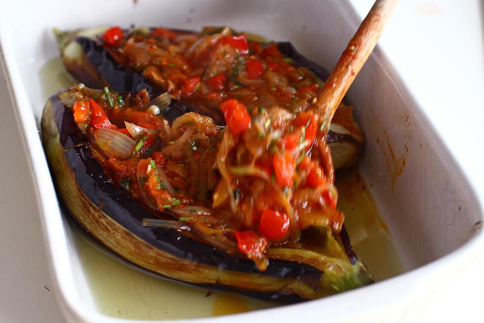 umplerea vinetelor pentru reteta vinete umplute cu legume la cuptor imam bayildi