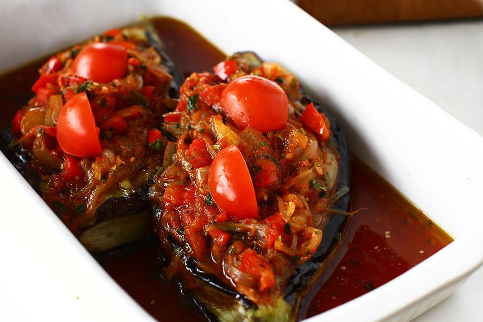 vinete in tava pregatite de cuptor pentru reteta vinete cu legume la cuptor imaim bayildi