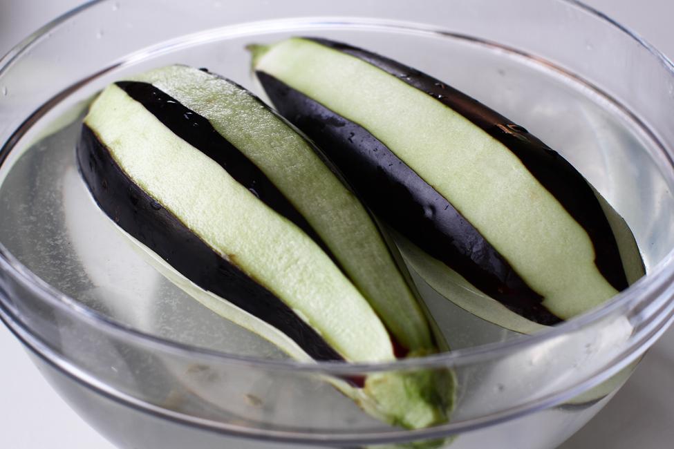 vinete la cuptor cu legume imam bayildi reteta pas cu pas pregatirea vinetelor