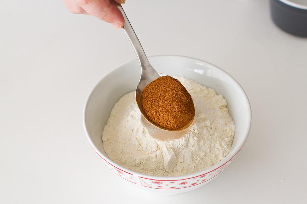 blat de tort cu caramel reteta mod de preparare faina amestecata cu scortisoara sau cacao optional