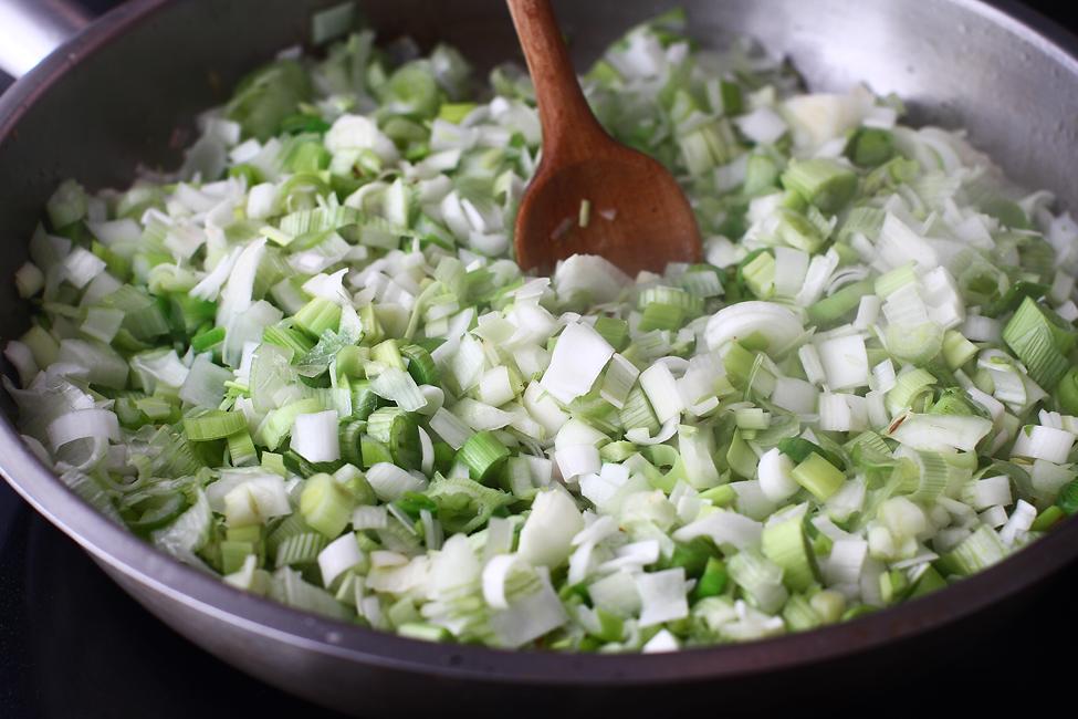 calirea cepei si usturoiului pentru reteta de stufat de miel