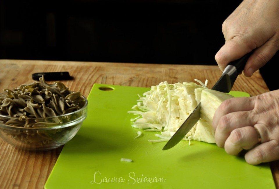 Preparare Macaroane cu varză la cuptor cu pesmet 2