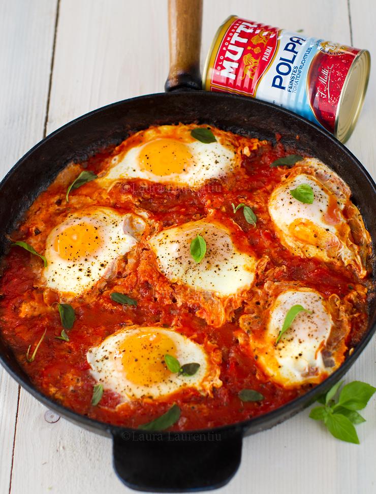 oua in sos de rosii reteta pas cu pas uova in salsa di pomodoro reteta LauraLaurentiu