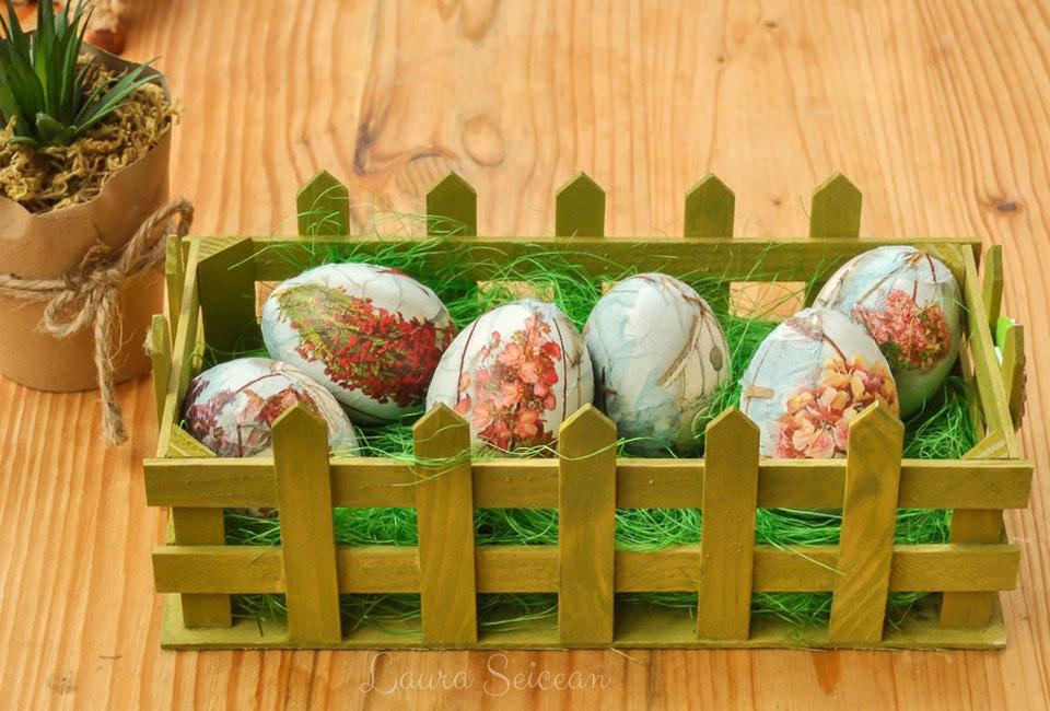 Ouă vopsite cu șervețelul