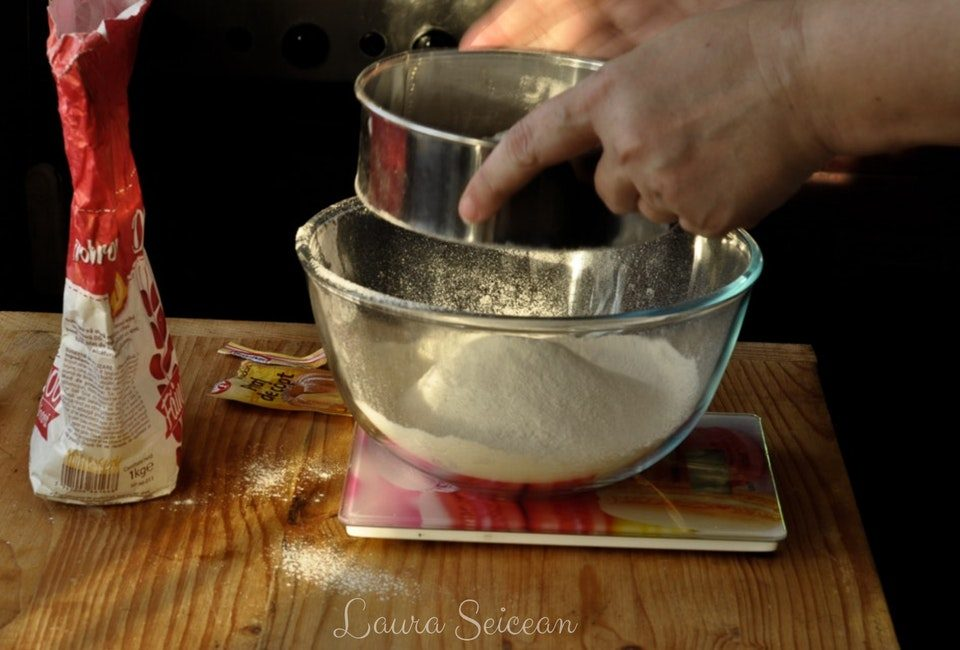 Preparare Prăjitura tăvălită 1