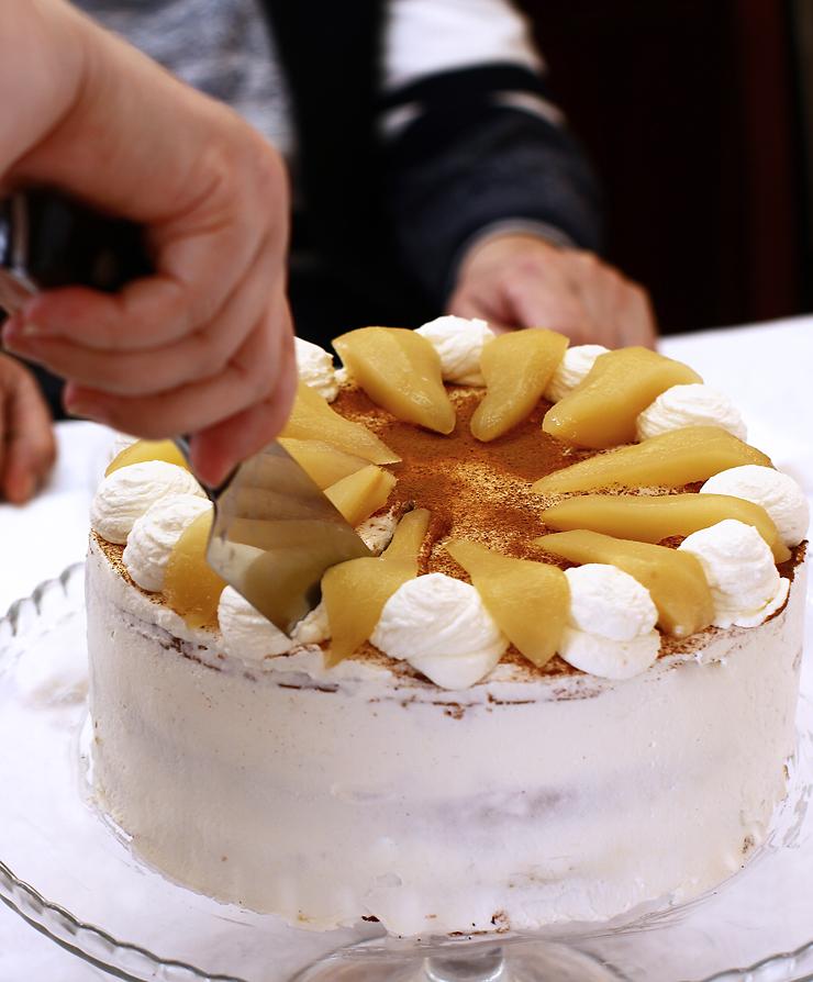 tort cu blat de tort cu caramel frișcă și fructe