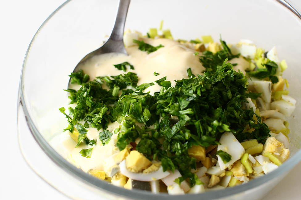 aperitiv praz umplut cu salata de oua preparare salata de oua