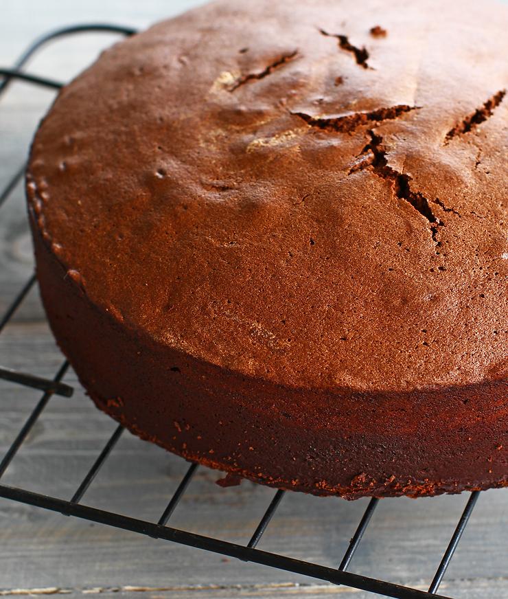 blat de tort umed cu ciocolata reteta pas cu pas laura laurentiu