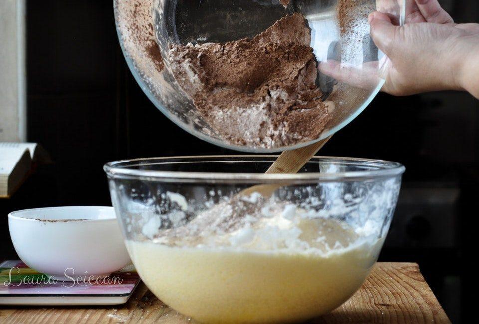 mod de preparare blat pandispan cu cacao pentru prajitura fanta