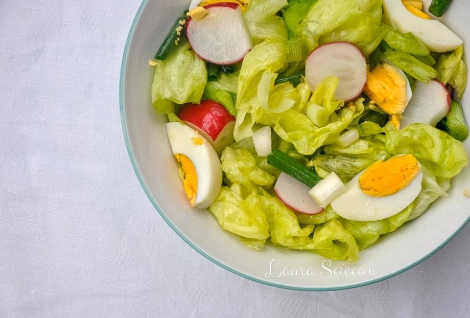 reteta pas cu pas salata verde cu ridichi si oua fierte