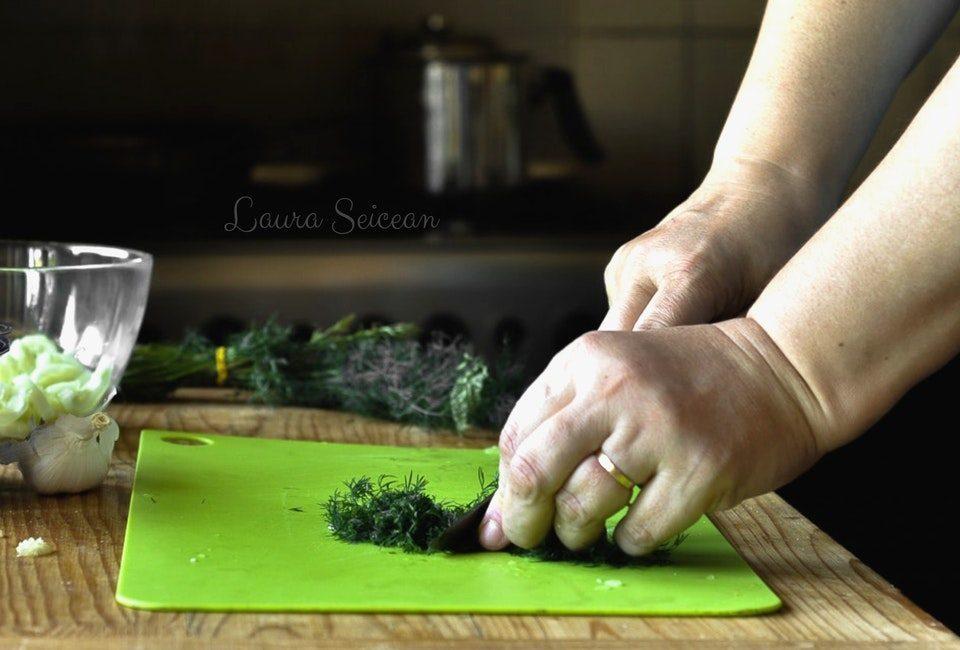 Preparare Sos Tzatziki, răcoritor și absolut delicios 6