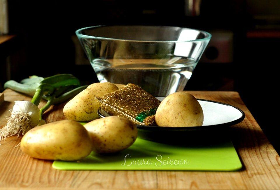 Preparare Cartofi noi la cuptor cu usturoi verde 2