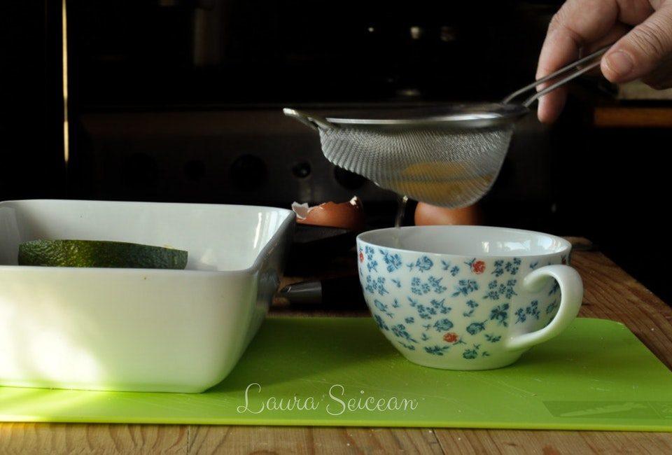 Preparare Ouă coapte în avocado | Cum să transformi un avocado în ceva fără gust 5