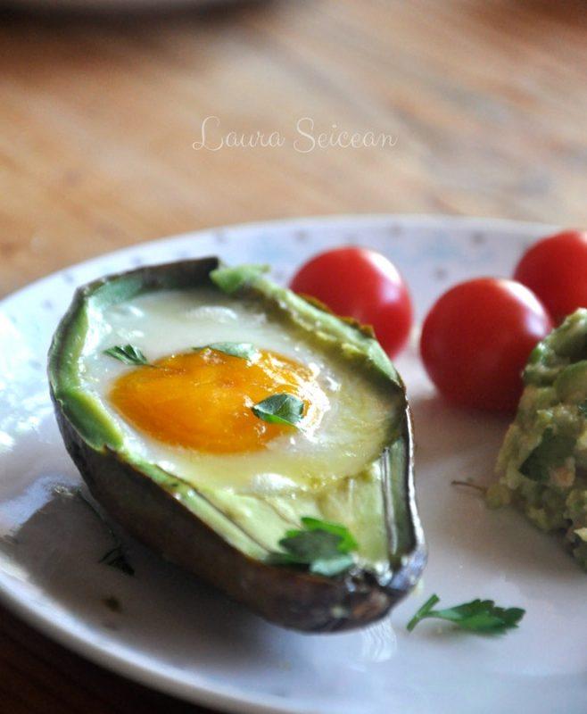 Ouă coapte în avocado   Cum să transformi un avocado în ceva fără gust