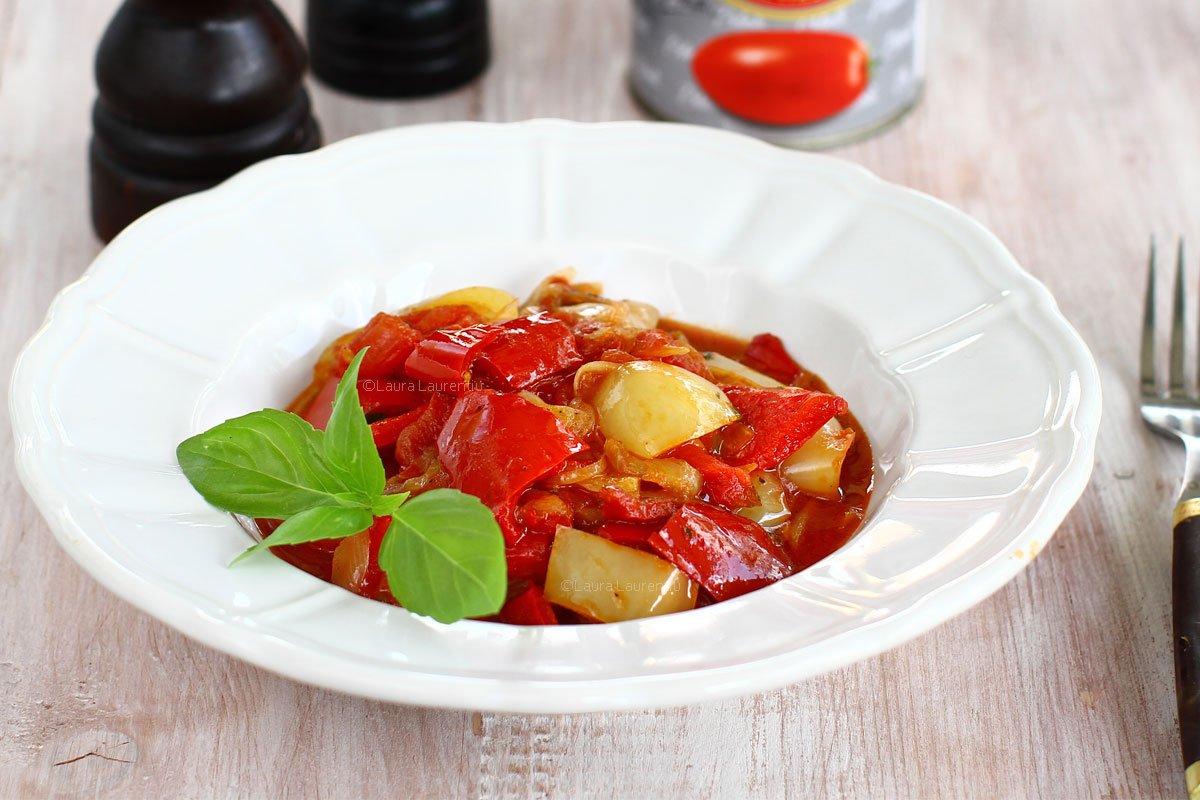 Mâncare de vară cu ardei - peperonata