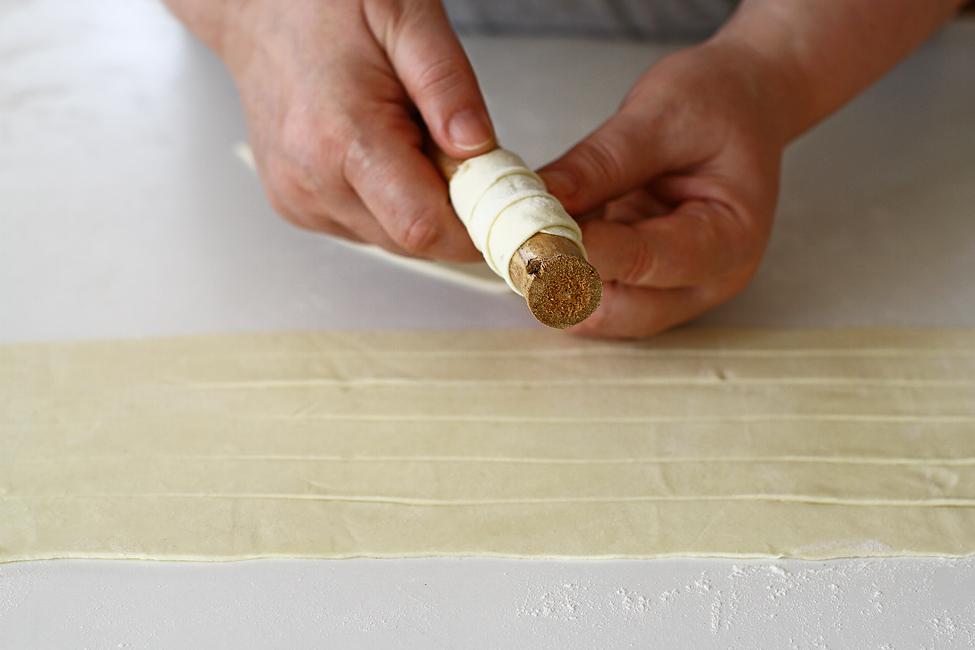rulouri cu spuma de capsuni samrole sucituri pe tuleu rulare aluat pe tuleu sau forma de tabla