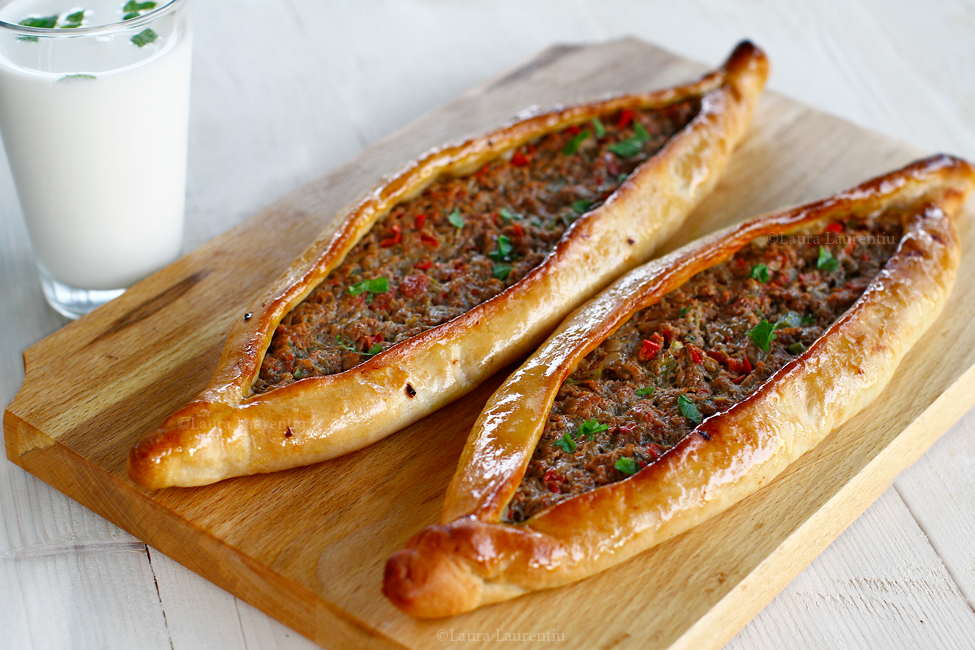 pide pizza turceasca reteta pas cu pas pide cu carne de vita si legume