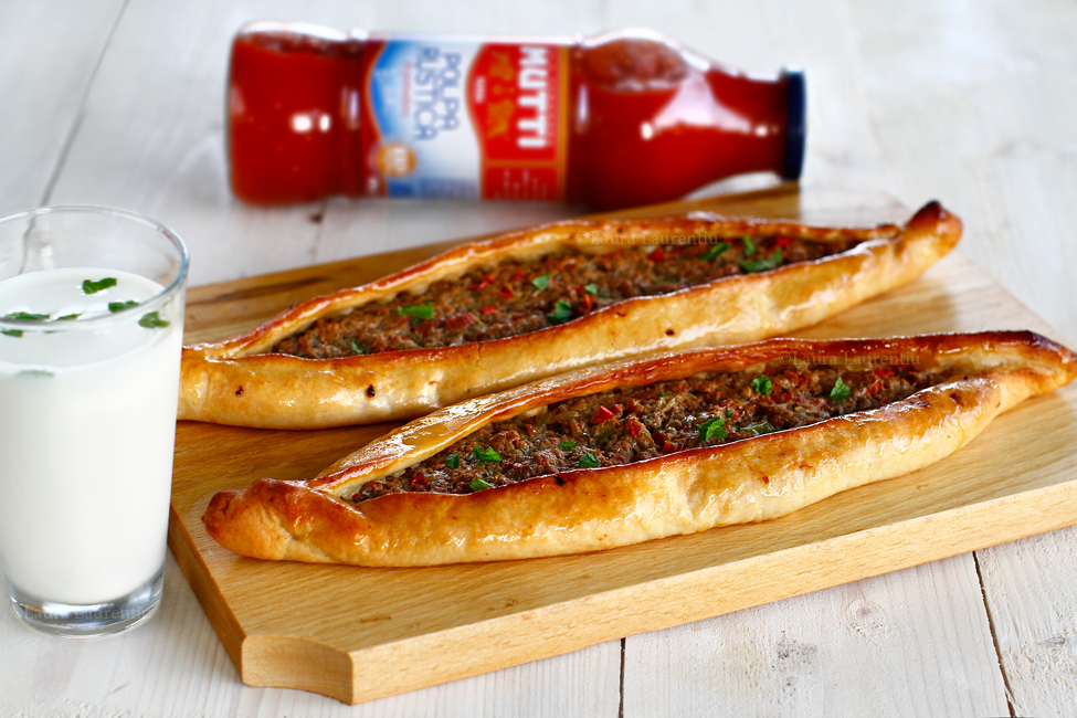 """Pide turcești cu vită și legume - """"pizza"""" turcească"""