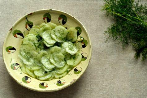 Salată de castraveți cu mărar și usturoi